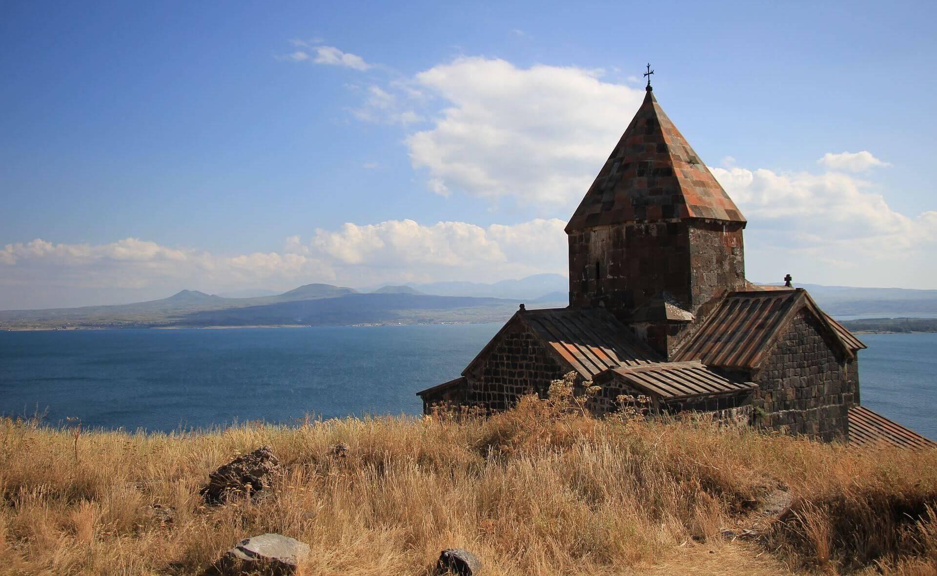 Sevanavankklooster bij het Sevanmeer in Armenië