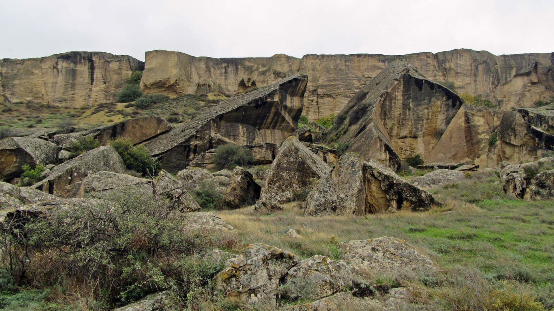 Rotsen in Gobustan Nationaal Park in Azerbeidzjan