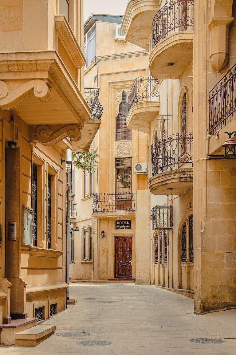 Balkonnetjes in de oude stad van Bakoe in Azerbeidzjan