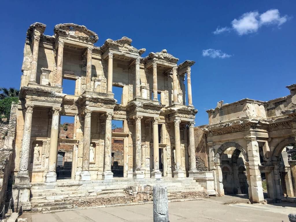 De bibliotheek in de historische stad Efeze in Turkije.