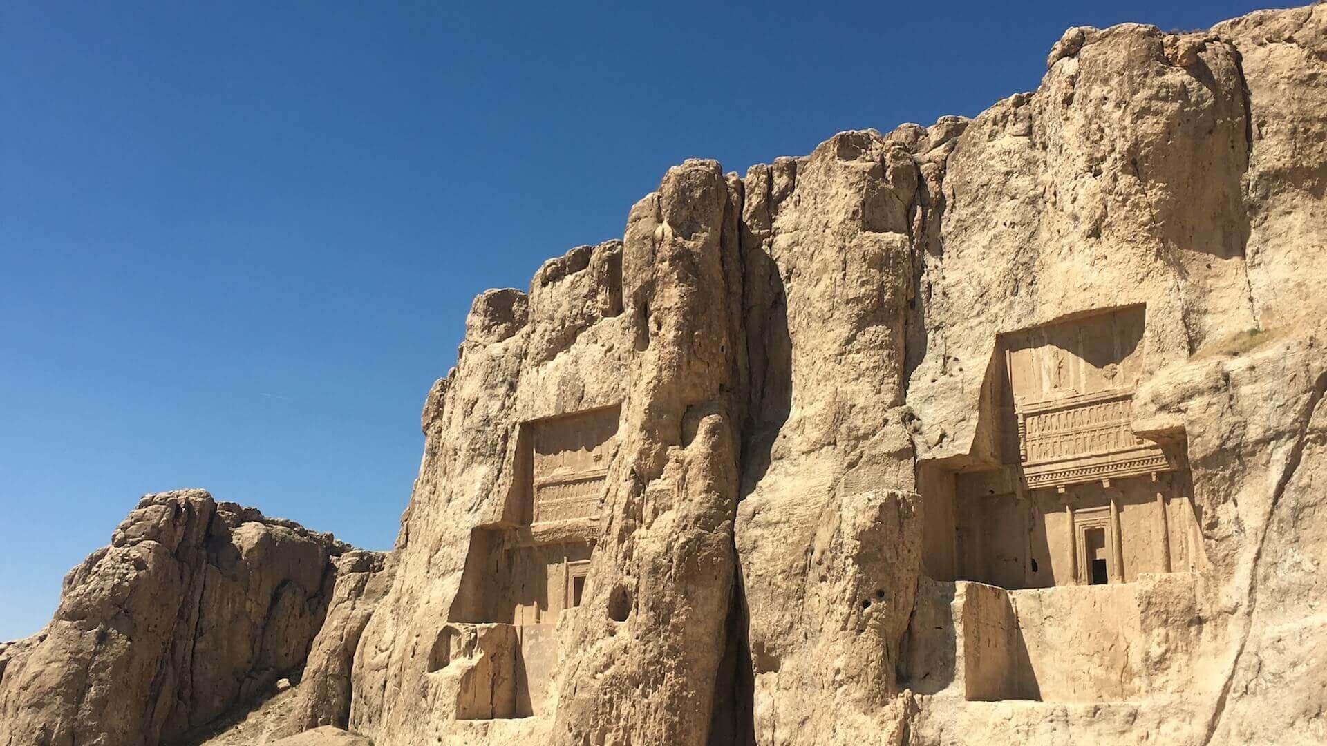 Twee tombes van Naqsh-e-Rostam, het Necropolis, bij Persepolis in Iran