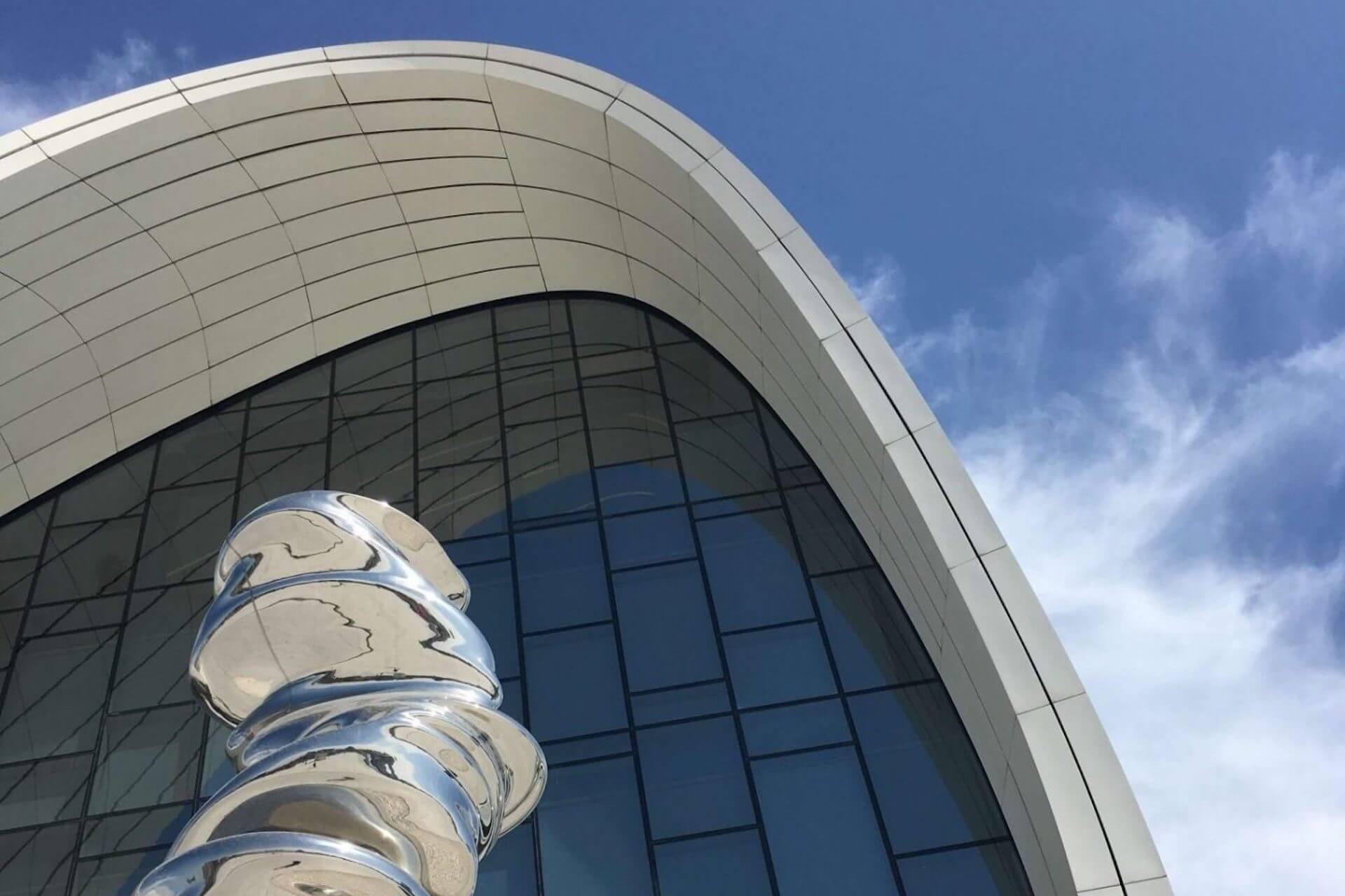 Kunstwerk voor het Heydar Aliyev Centrum in Bakoe