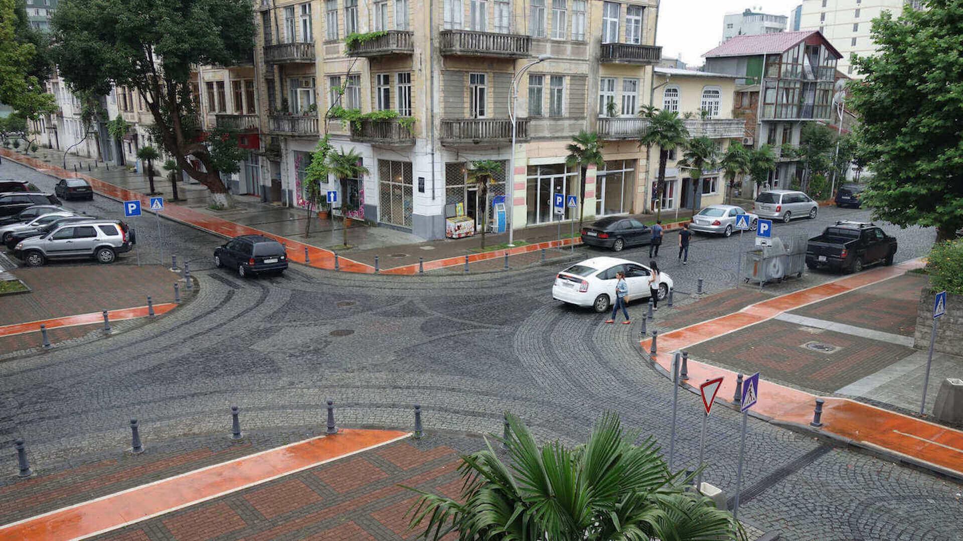 Kruispunt in het centrum van Batoemi in Georgië