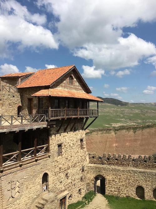 Stenen gebouw in het David Garedzja klooster in Georgië