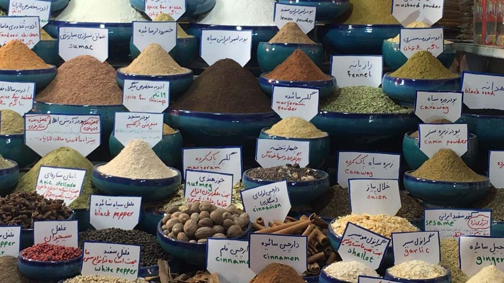 Kruiden op een bazaar in Iran.