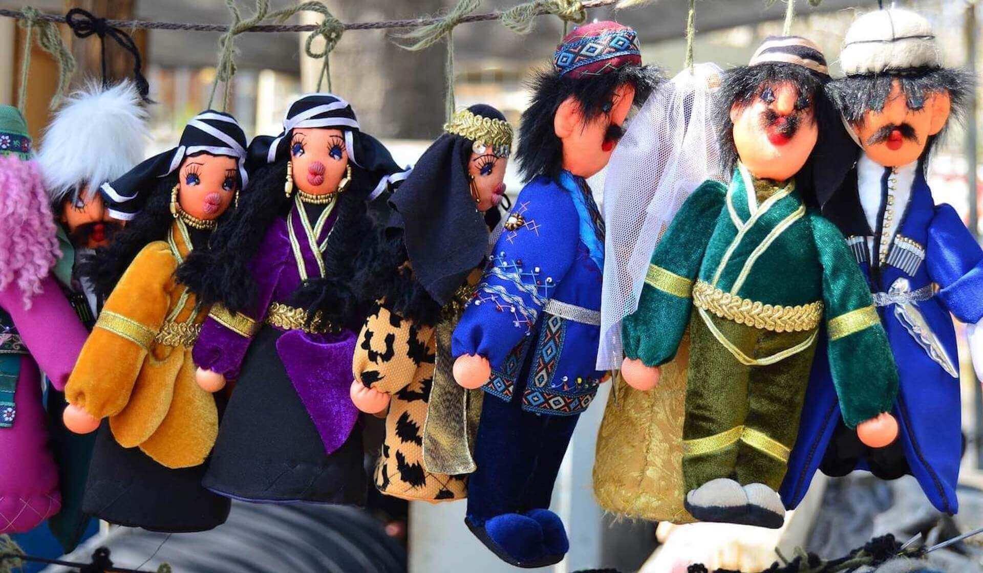 Georgische poppen in het centrum van Koetaisi