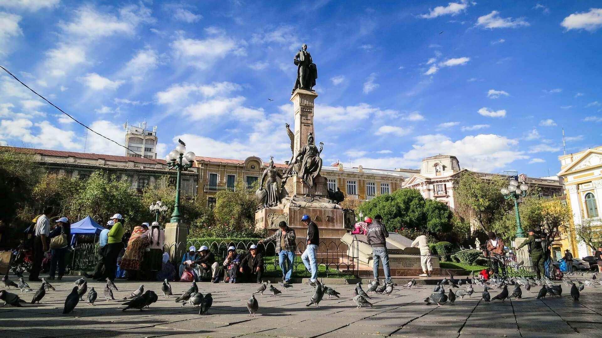Standbeeld op een plein in La Paz in Bolivia