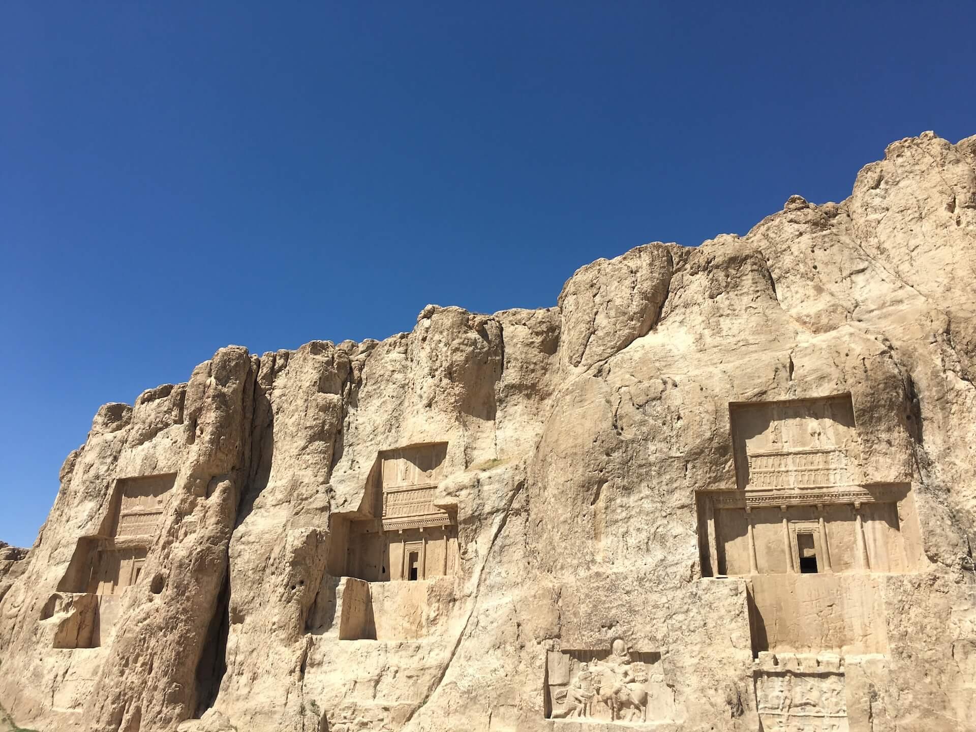 Drie tombes van Naqsh-e-Rostam, het Necropolis, bij Persepolis in Iran
