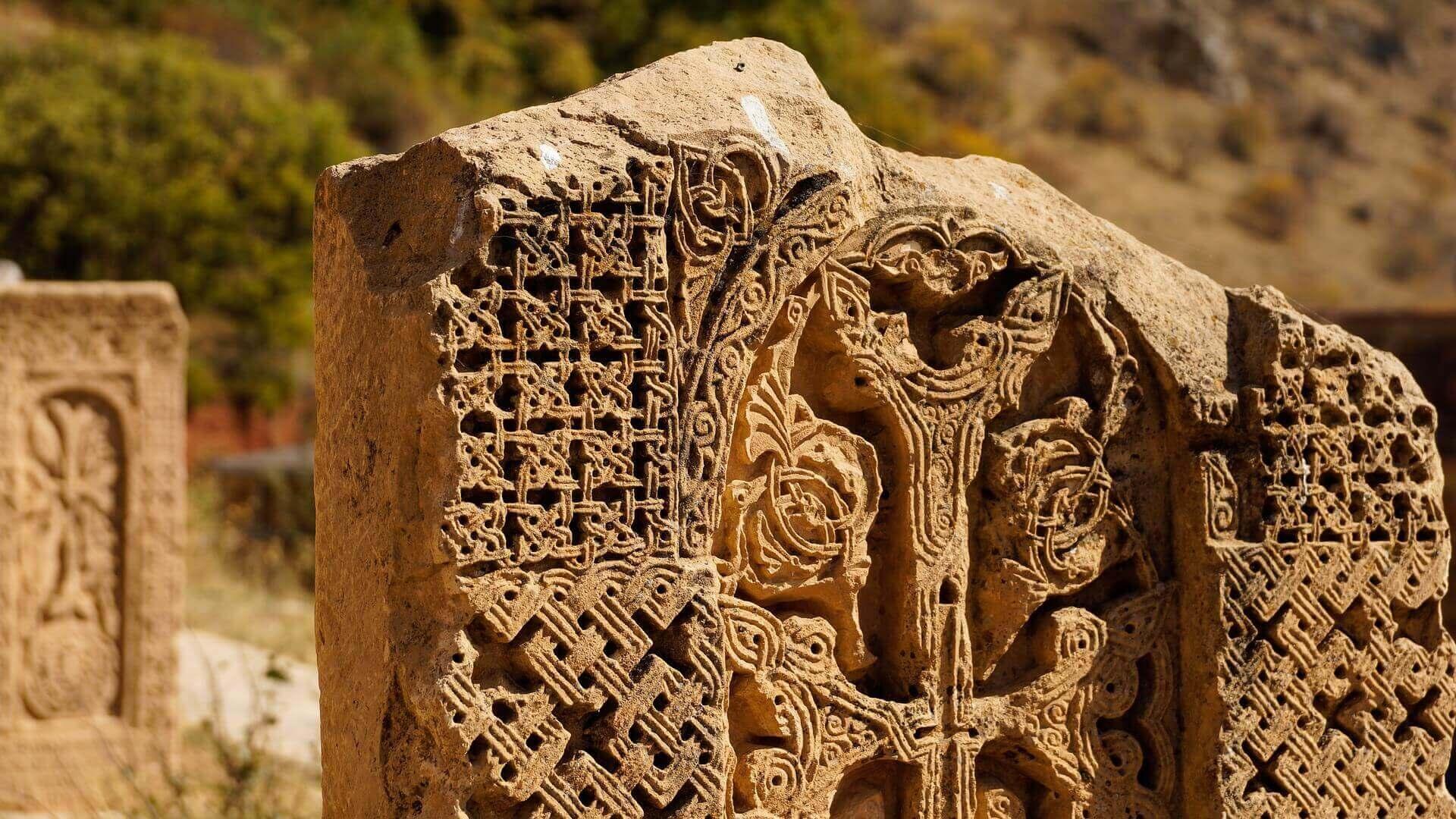 Detail van een Chatsjkar gedenkteken bij Noravank in Armenië