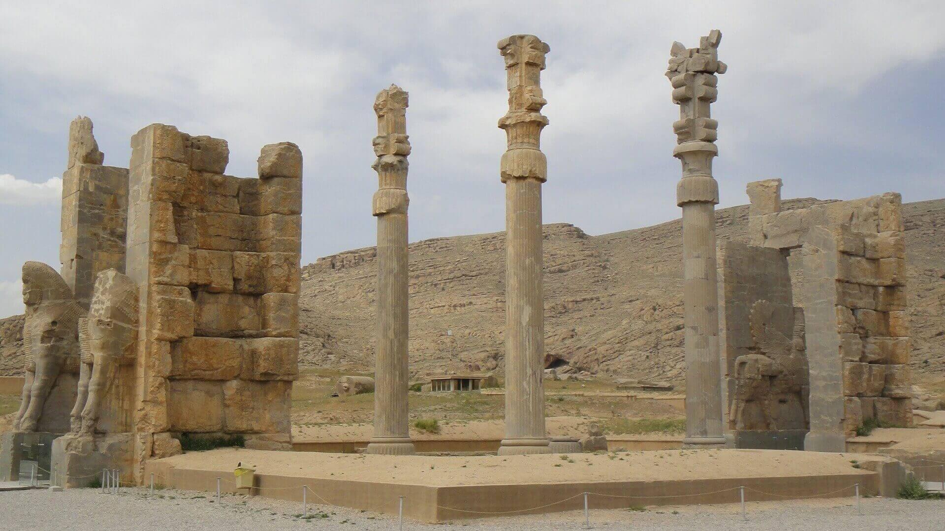 Oude pilaren in Persepolis in Iran