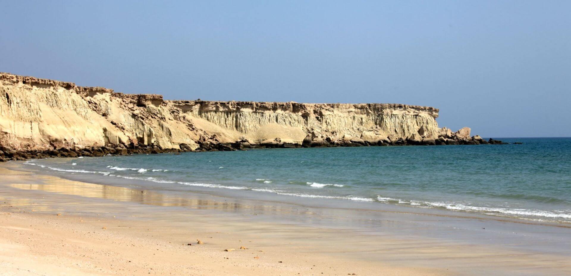 Verlaten strand op het Qeshm eiland in Iran