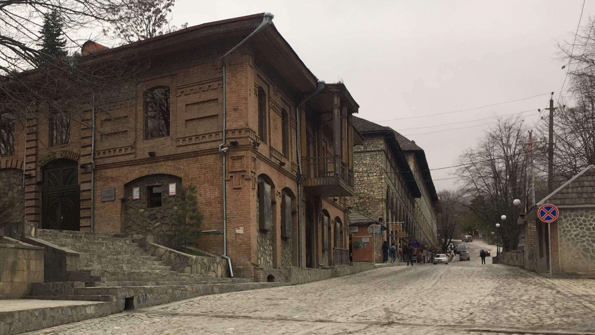 Oude straat in Sheki, Azerbeidzjan