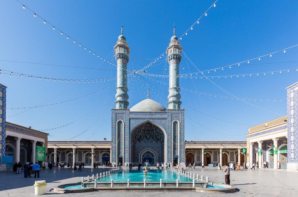 Binnenplaats van het Fatimah Masumeh heiligdom in Qom