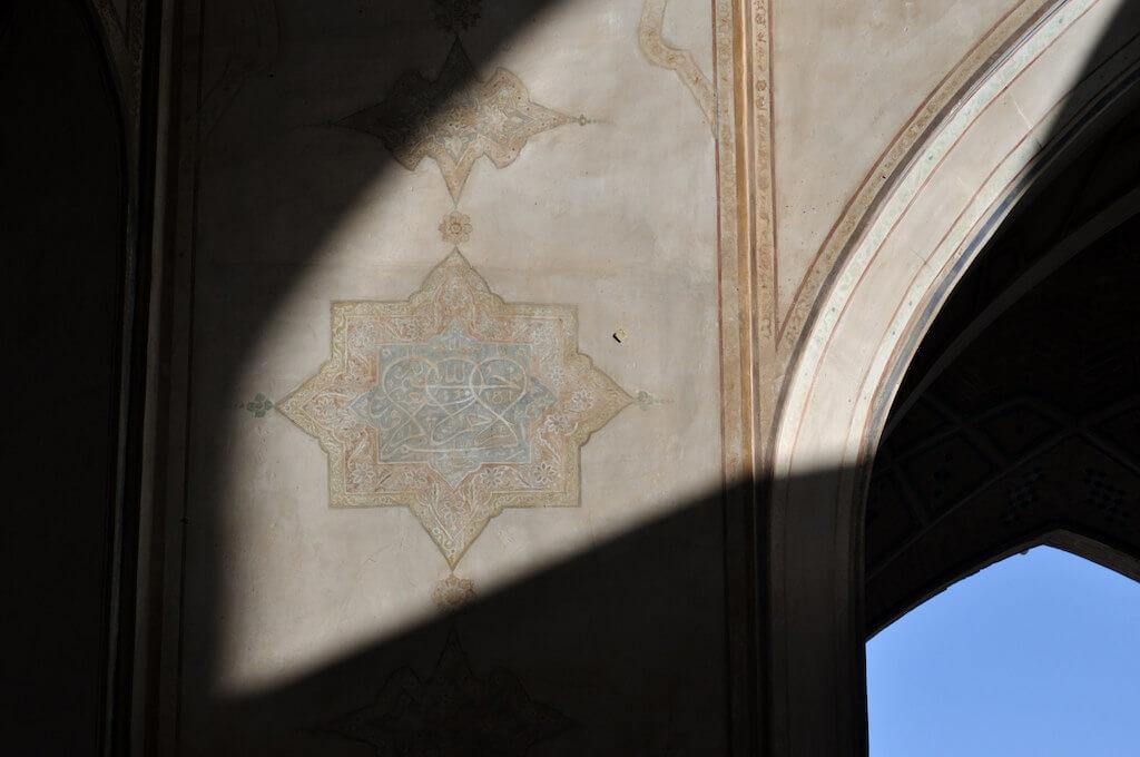 Islamitisch detail op de Agha Bozorgmoskee in Kashan