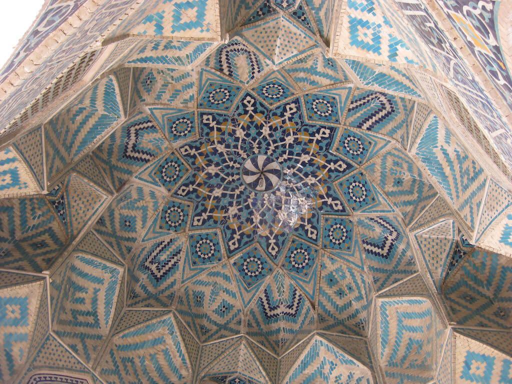 Plafond van de vrijdagmoskee in Kerman