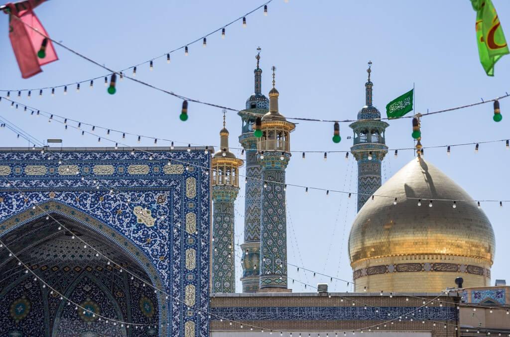 Gouden koepel van het Fatimah Masumeh heiligdom in Qom