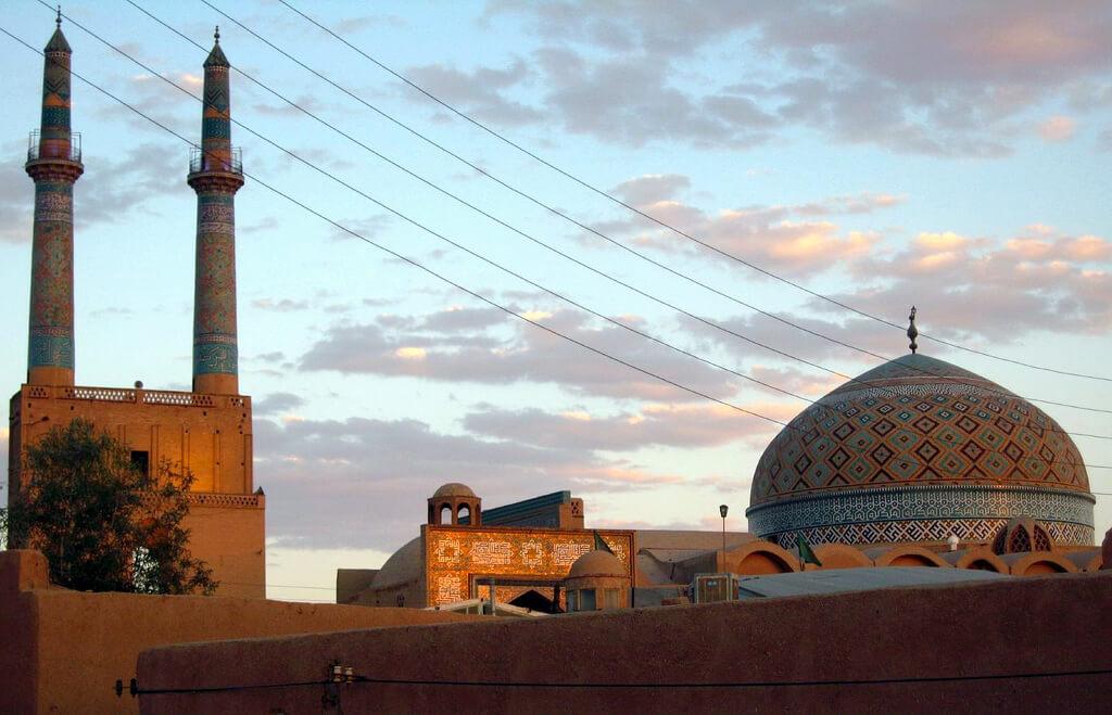 Minaretten van de vrijdagmoskee van Yazd in Iran