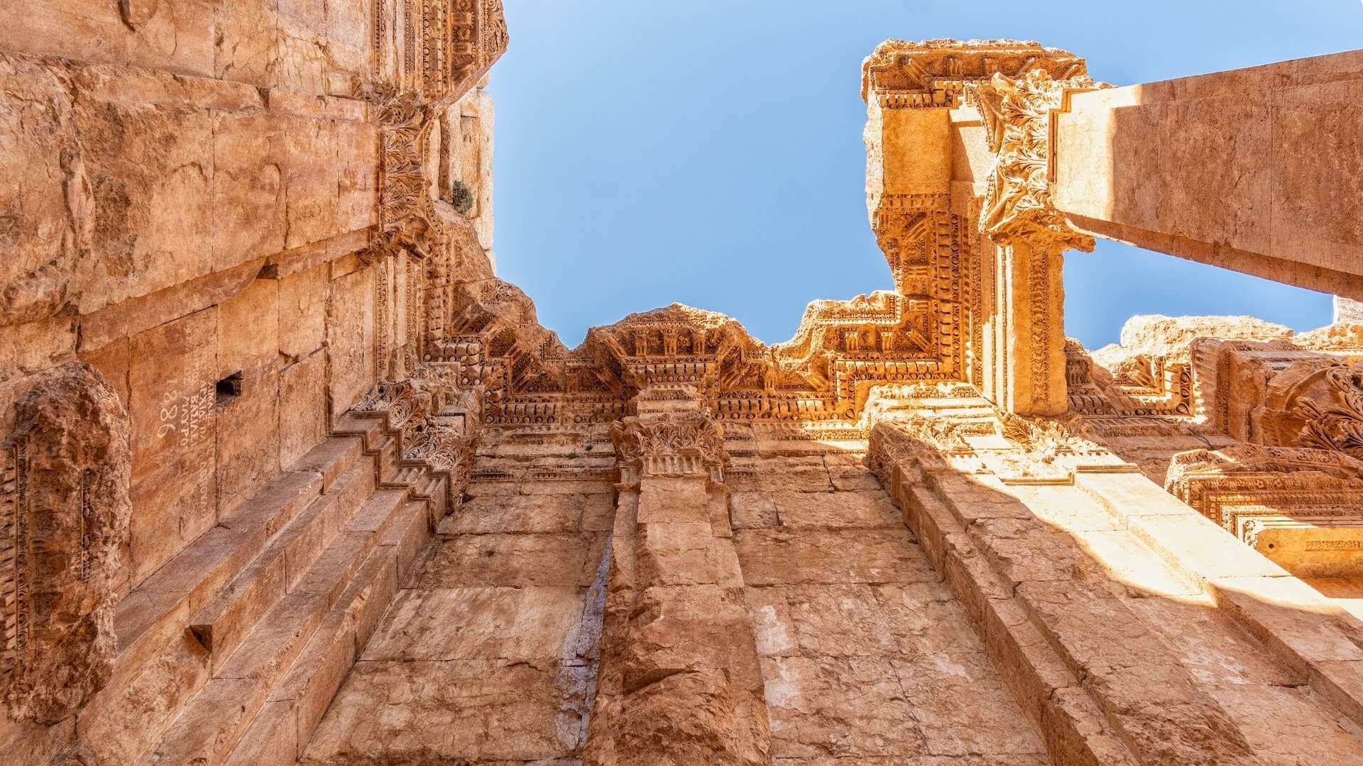 Kolommen van de Tempel van Bacchus in Baalbek