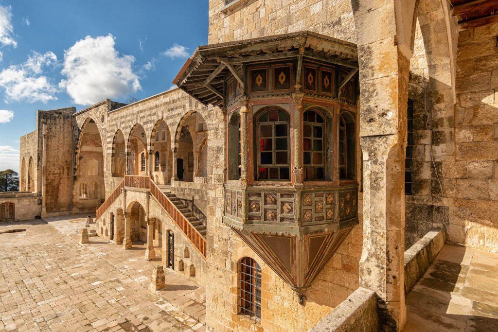 Gevel van het Beiteddine Paleis in Libanon