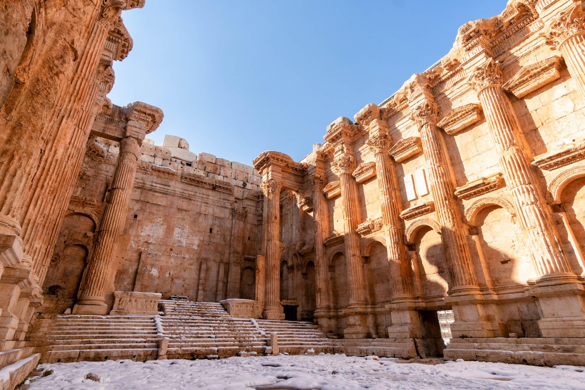 Binnenkant van de Tempel van Bacchus in Baalbek
